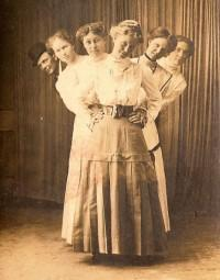 Family Photographs: the Victorian Period with Linda Clarke