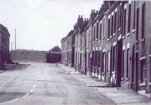 RUNCORN ELLSEMERE ST LOOKING UP FROM BRIDGE ST APPROX 1960 BY ROY GOUGH