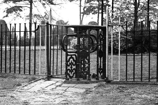 Queens Park 9April1974